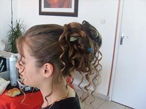 coiffure cheveux mi long chignon flou coiffures populaires. Black Bedroom Furniture Sets. Home Design Ideas